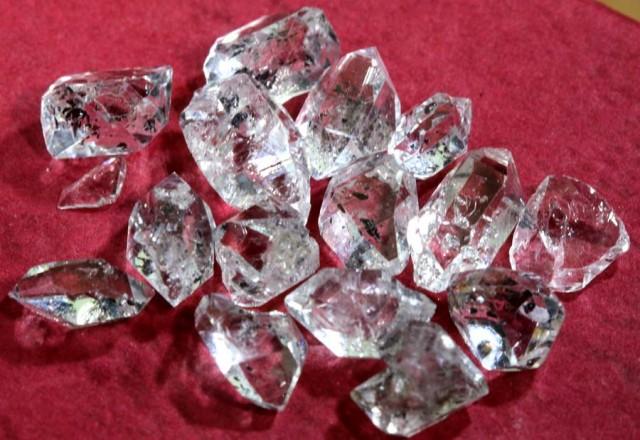 5 CTS QUARTZ LIKE HERKIMER DIAMOND PARCEL LG-1387