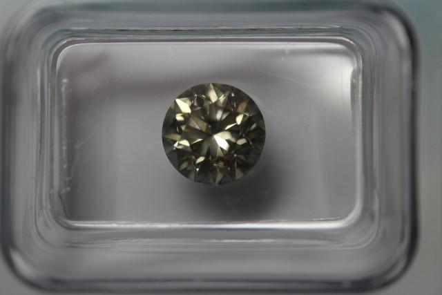 Brilliant cut diamond light grey-yellow SI2