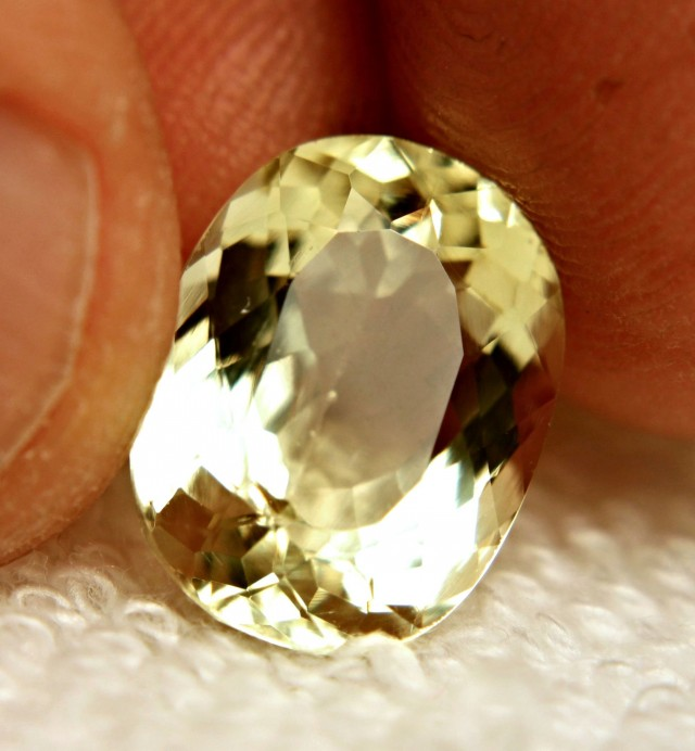 6.70 Carat VVS Greenish Yellow Beryl - Superb