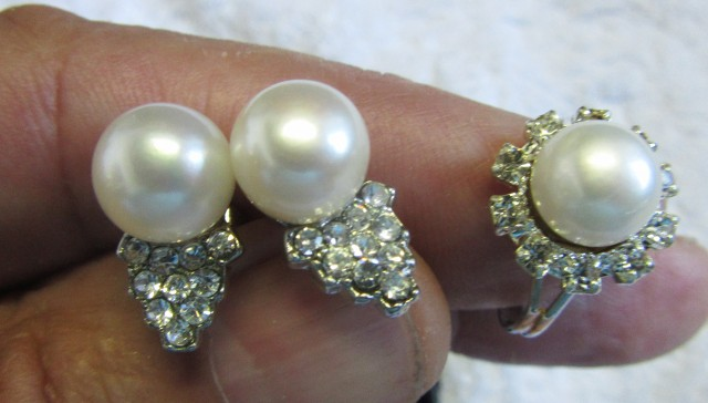 Set Matching Pearl Earrings  and  Ring size 6-7.5 PPP106