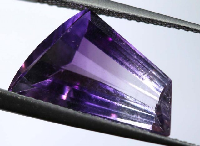 4.50 CTS UNTREATED AMETHYST BI-COLOR FACETED RNG-377