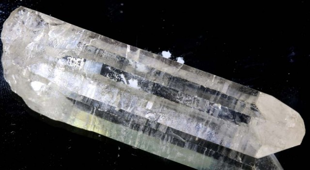 104 CTS CRYSTAL WITH INCLUSION ROUGH RG-1815