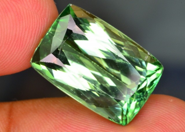 NATURAL 16.20 CT  GORGEOUS  PATROKE MINE IRRADITAED SPODUMENE