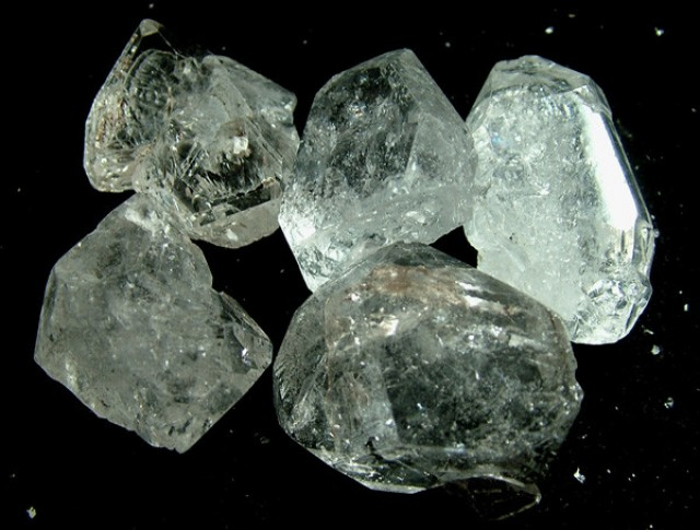 CRYSTAL QUARTZ-LIKE HERKIMER-DIAMOND 240.5 CTS RG-1874