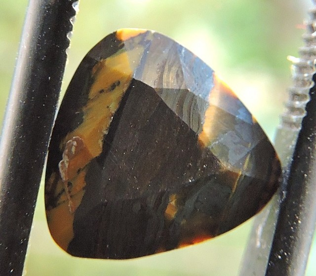 2.25ct TIGER IRON TRILLION FACETED SPECIMEN GEMSTONE FROM AUSTRALIA