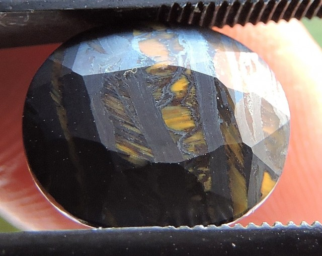 5.20ct TIGER IRON OVAL FACETED SPECIMEN GEMSTONE FROM AUSTRALIA