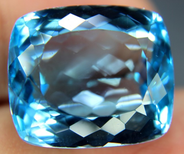 28.20 cts Lovely Swiss Blue Loose TOPAZ Gemstone