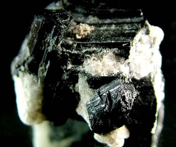 BLACK TOURMALINE SPECIMEN WITH QUARTZ 34 CTS [MX573 ]