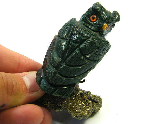 HAND CARVED  OWL   FROM PERU       AAA 2613