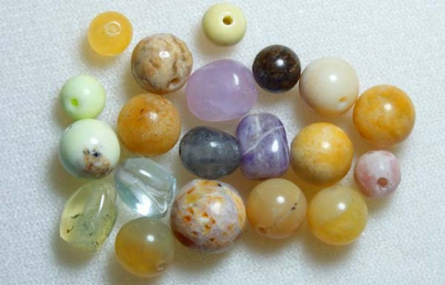 ASSORTED NATURAL STONE (PARCEL) DRILLED 56CTS NP-569