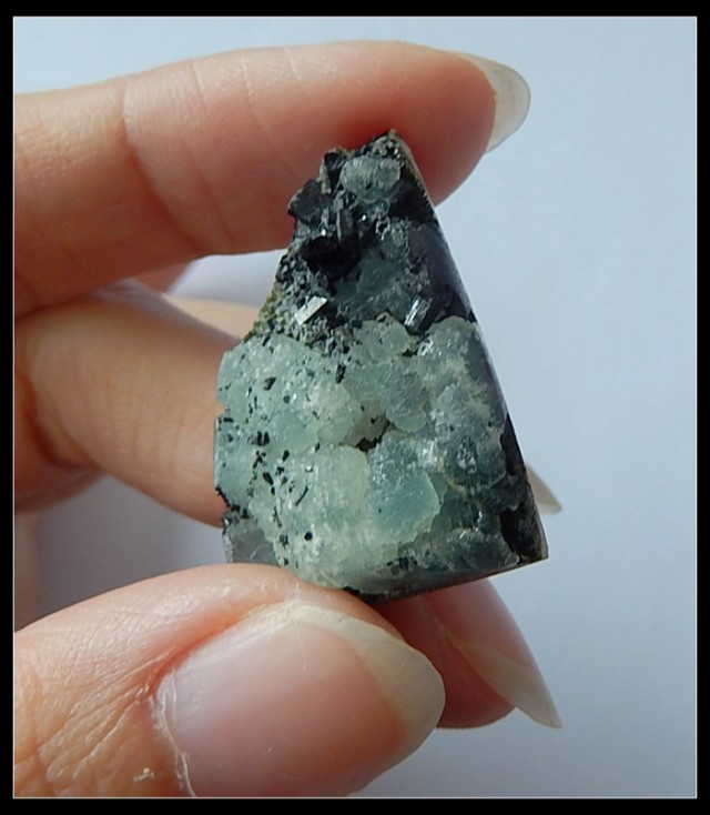 41.5Ct Natural Babingtonite Gemstone Rough Specimens