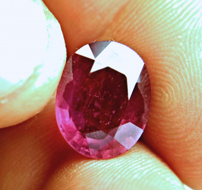 9.0 Carat Fiery Red Ruby - Gorgeous