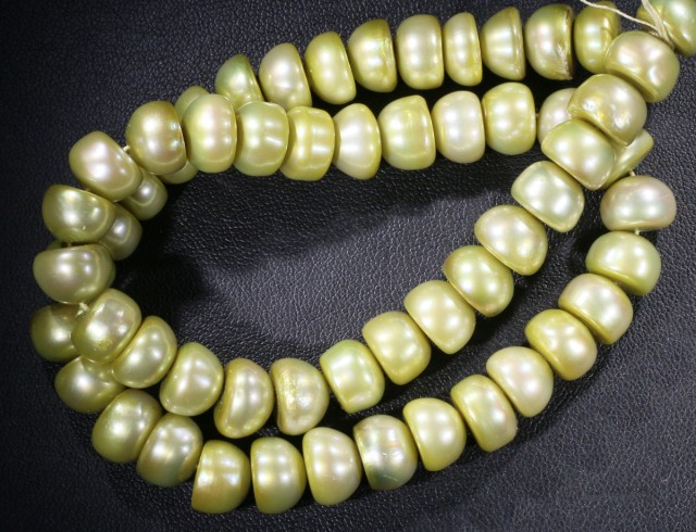 Pistacho Large Button Natural Pearl strands  GOGO 856