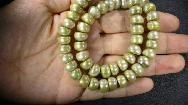 Pistacho Large Button Natural Pearl strand  GOGO 859