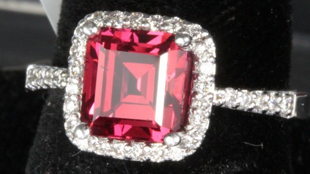 2.49 ct INCREDIBLE SPINEL RING - 14 CT GOLD - FANTASTIC SPINEL!