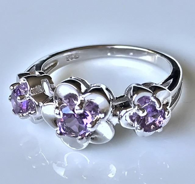 A daisy ring! Beautiful Amethyst gems in solid .925 Sterling silver Size 9.