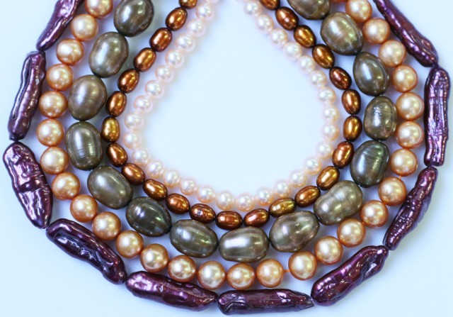 496.80 cts Five Mixed Pearl strands  GOGO 1191