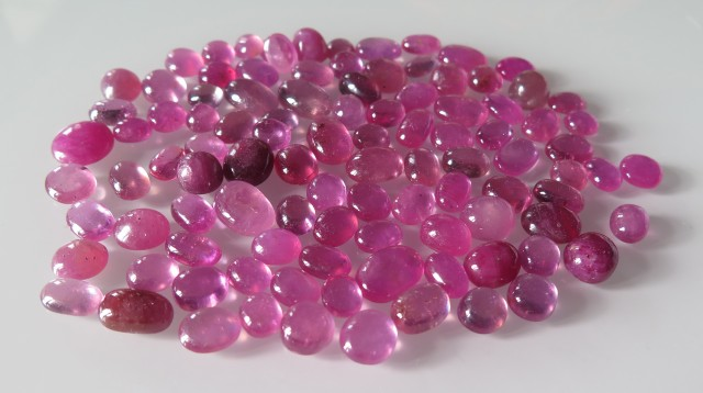 PARCEL OF 639 CTS OF NATURAL RUBIES CABOCHONS