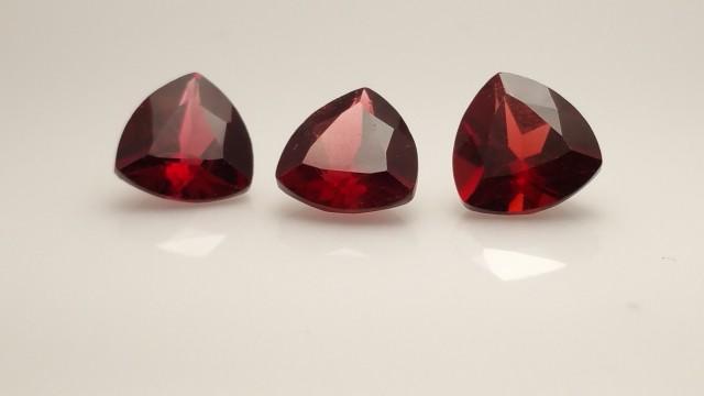 3pcs Vivid Red Pyrope Garnets - 4.1ctw - 7mm Trillion - Eye Clean