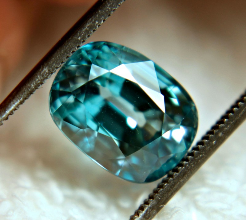 CERTIFIED - 6.20 Carat Flashy, Vibrant Blue VS Zircon - Superb