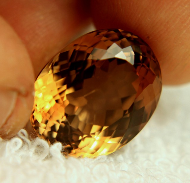 24.38 Carat Flashy, Brazil Golden Topaz - Gorgeous