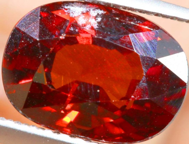 GARNET FACETED STONE  3 CTS PG- 1888
