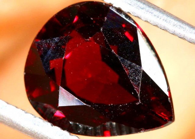 GARNET FACETED STONE  4 CTS PG-1893