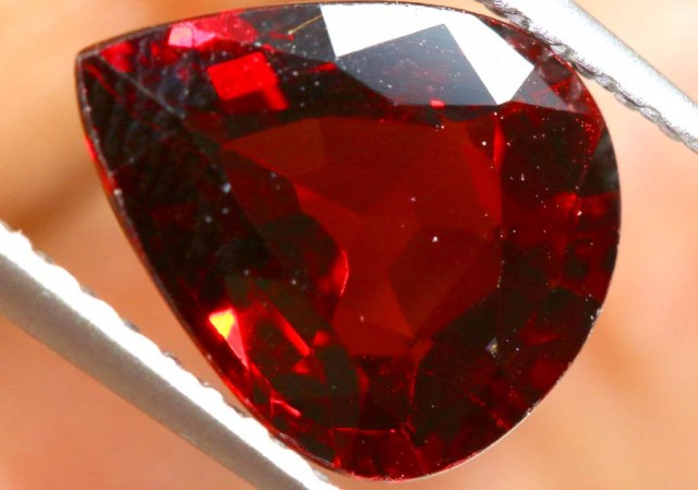 GARNET FACETED STONE  2 CTS PG-1896