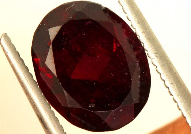 GARNET FACETED STONE  3.5  CTS PG-1905