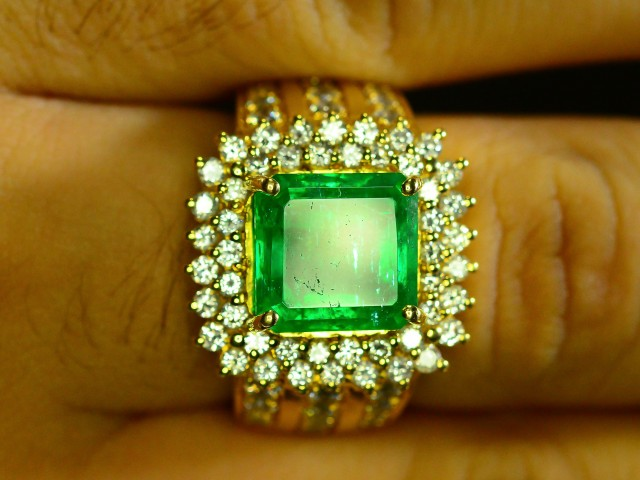 Natural gold emerald ring with 1.50ct diamonds