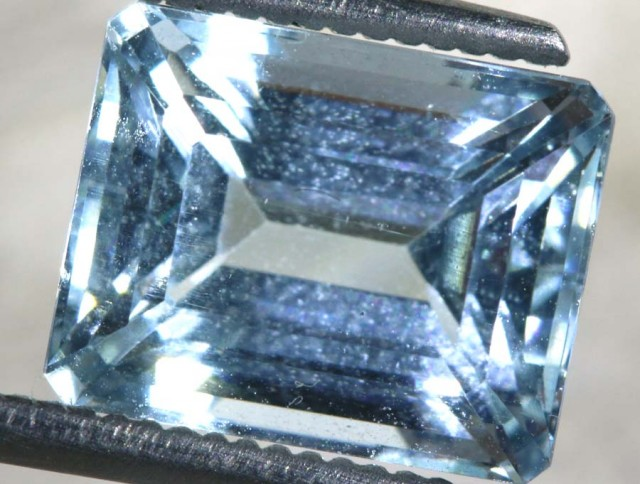 3.95 CTS BLUE TOPAZ FACETED  STONE  PG- 1941