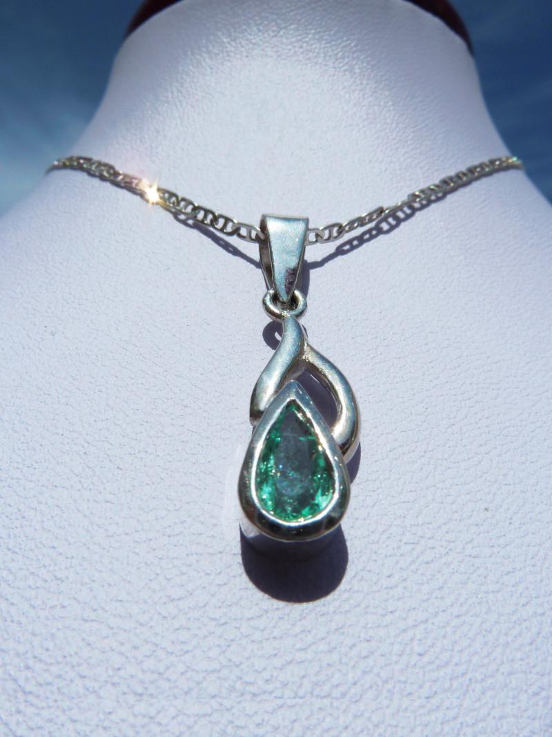 0.75ct Colombian Emerald Pendant