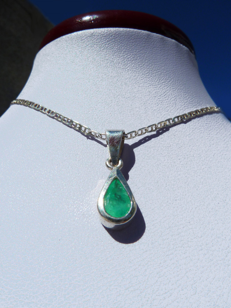 0.67ct Colombian Emerald Pendant