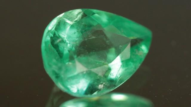 .987ct Panjshir Emerald Great Color!