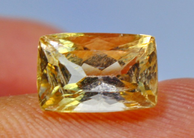 3.65 CT Natura Beautiful Yellow Heliodor beryl gemstone