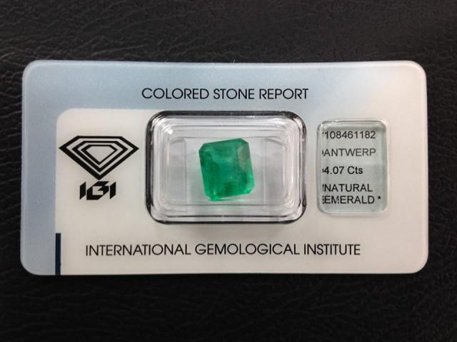 Natural Colombian Emerald 4.07 Cts - IGI Certified - Emerald Cut