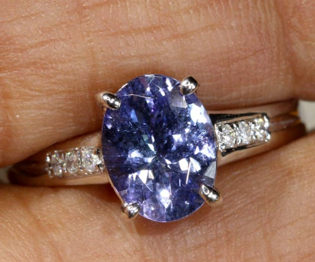 13.7 CTS  TANZANITE 18K WHITE GOLD RING SG-2375