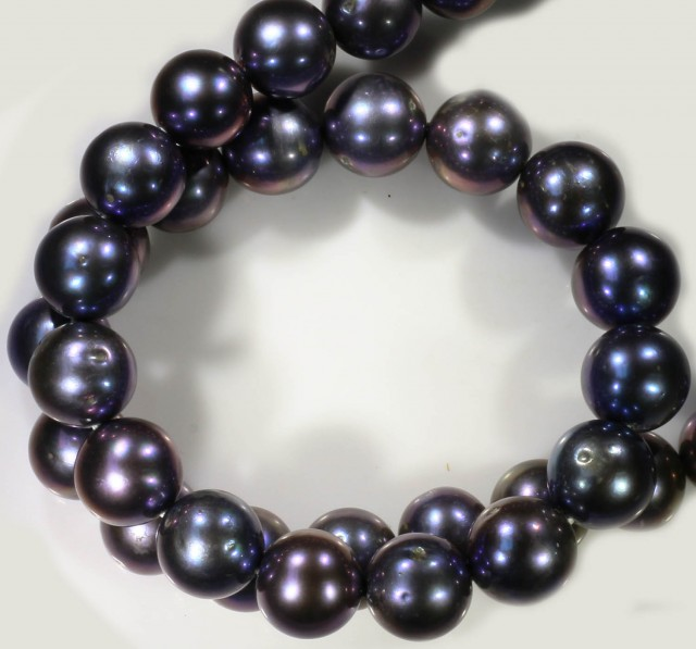 320 cts 10 mm Black luster Pearl strand. GOGO 1323