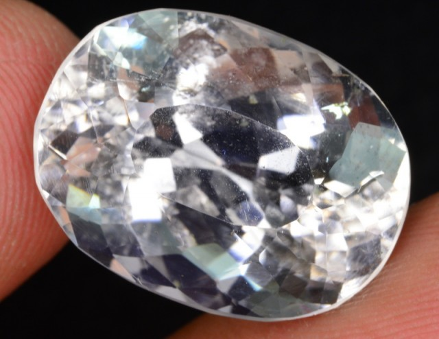 15.40 ct NATURAL POLLUCITE GEMSTONE FROM PAKISTAN