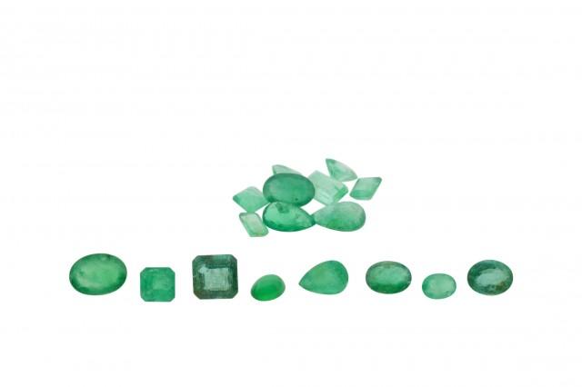 Emerald Parcel/Lot 22 cts 17 stones