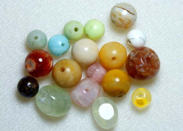 ASSORTED NATURAL STONE (PARCEL) DRILLED 55CTS NP-570