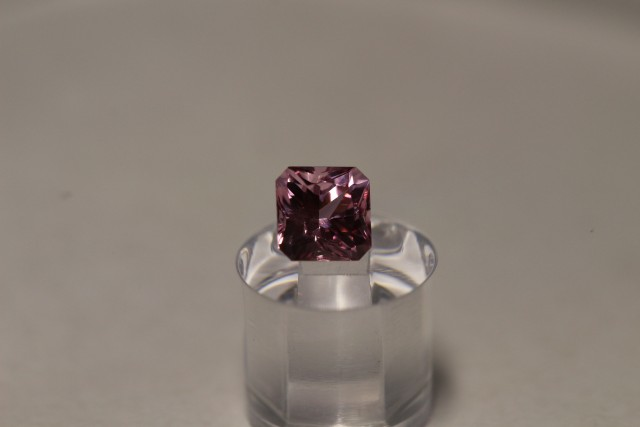 STUNNING EYE-CLEAN PINK SPINEL 0.75 CARAT