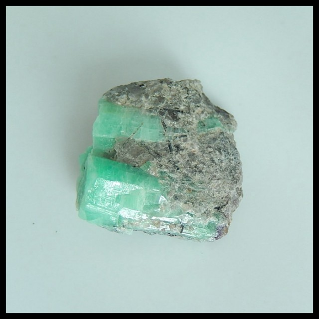 Natural Nugget Emerald Specimen,Heated Treatment27x24x13mm,60.5ct(17040811)