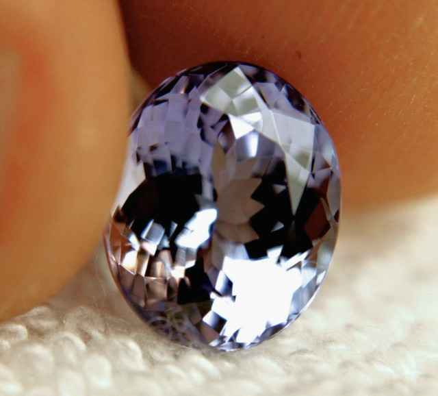 CERTIFIED - 4.58 Carat Lilac / Blue African IF/VVS1 Tanzanite - Gorgeous