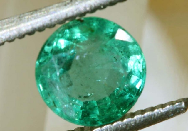 1.22CTS EMERALD FACETED GREEN STONE PG-2064