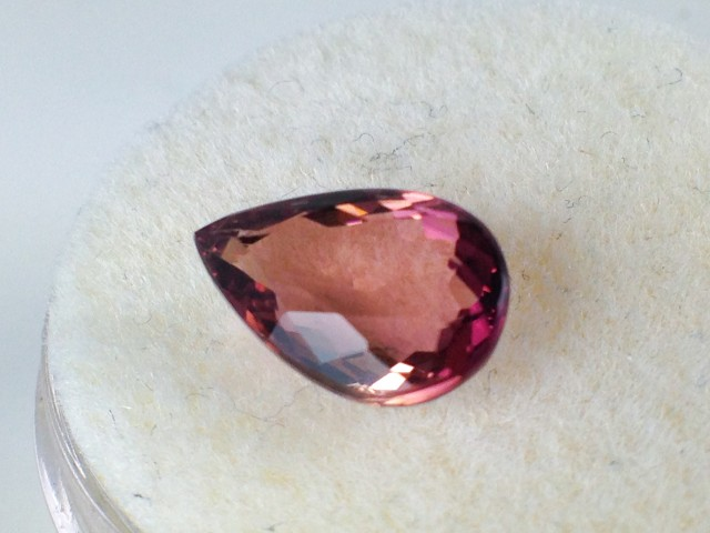 1.65 ct Bi-Color Tourmaline - Pear Cut Champagne