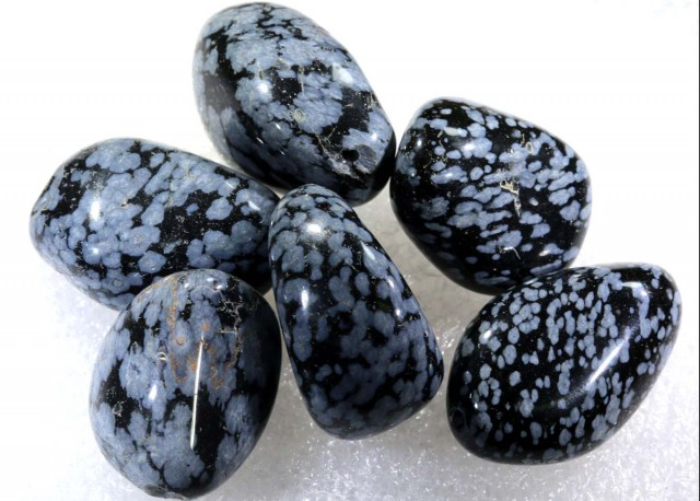 246.8 CTS SNOWFLAKE OBSIDIAN BEAD PARCEL   NP-2213