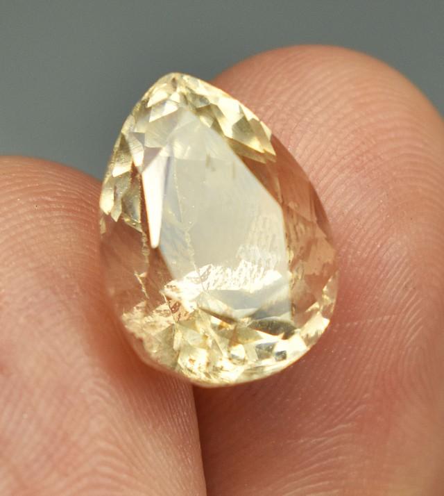 9.40 carats super cool LOOP CLEAN Pear Shape Topaz Gemstone