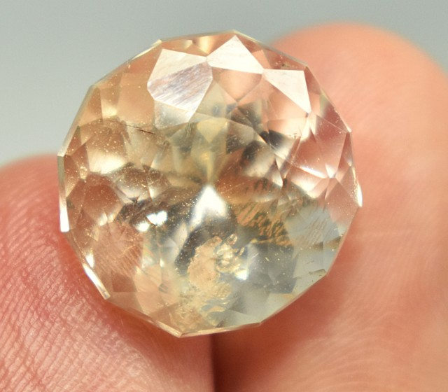 18.20 CTS Superb Topaz Gemstone Pakistan