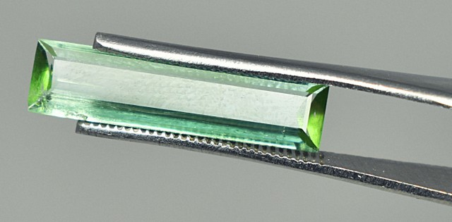 2.35 CTS SUPERB GREENISH BLUE TRANSPARENT TOURMALINE GEMSTONE~~